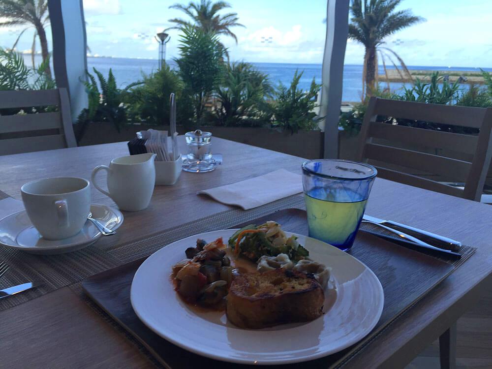 沖繩北谷希爾頓逸林度假酒店 DoubleTree by Hilton Okinawa Chatan Resort - 早餐