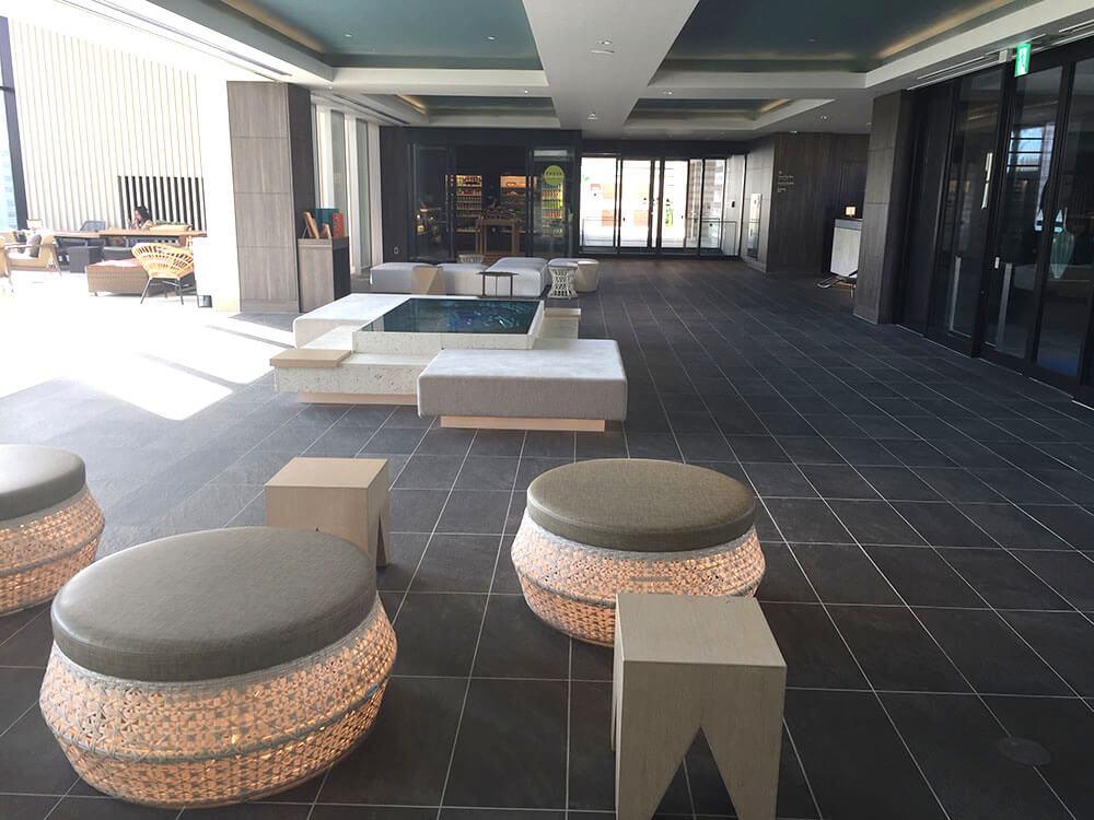 沖繩北谷希爾頓逸林度假酒店 DoubleTree by Hilton Okinawa Chatan Resort - 大堂